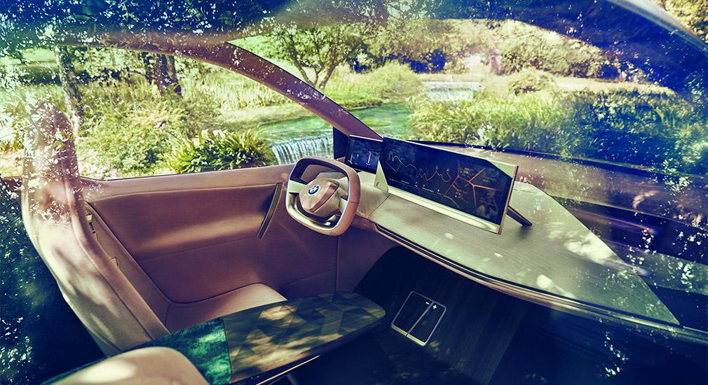 Компания BMW официально рассекретила новый электрокросс 2