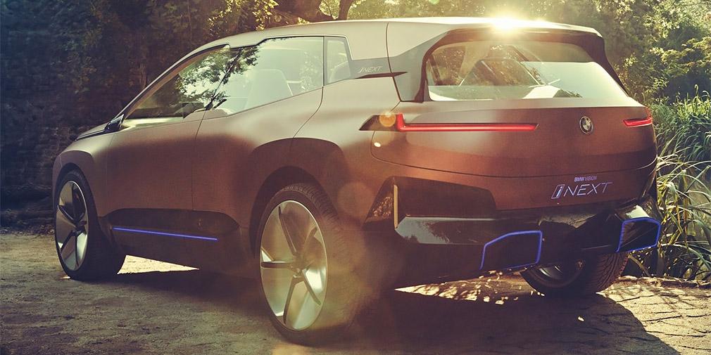 Компания BMW официально рассекретила новый электрокросс 4