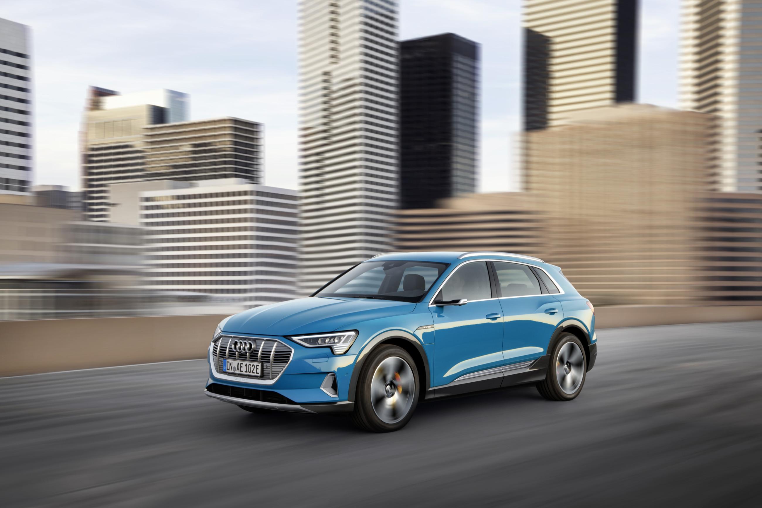 Audi полностью рассекретила кроссовер e-tron 1