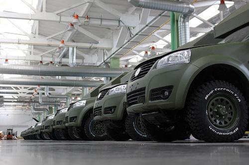 «Богдан» передал военным более 100 автомобилей 1