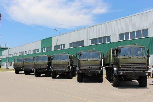 «Богдан» передал военным более 100 автомобилей 2