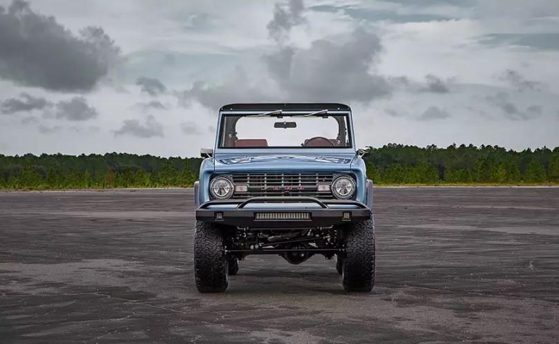 Рестомод 45-летнего Ford Bronco оценили дороже Mercedes-Benz G 63 AMG 1