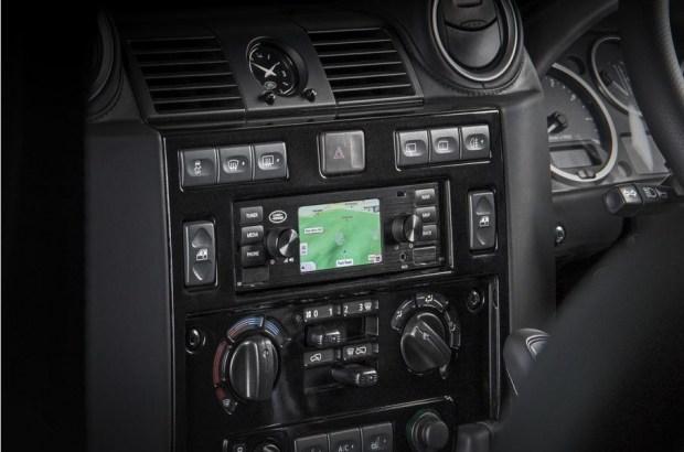 Jaguar Land Rover сделал современную «мультимедийку» для ретромоделей 2