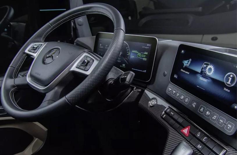Mercedes-Benz грузовик без зеркал заднего вида 3