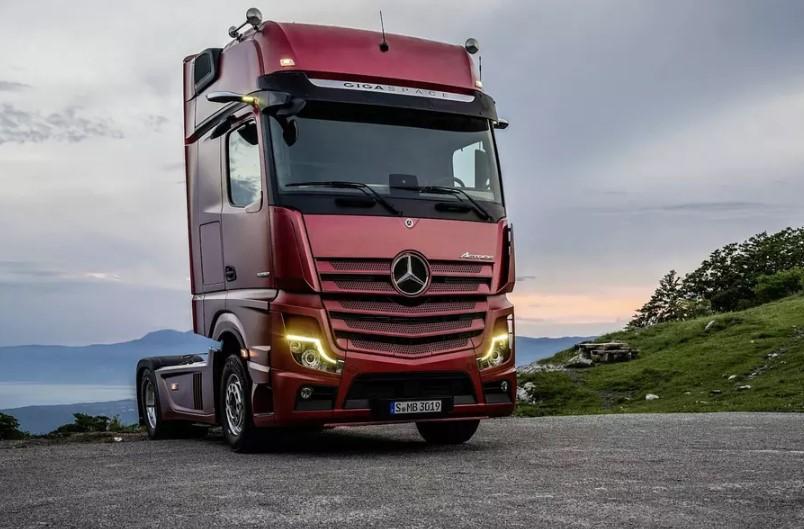 Mercedes-Benz грузовик без зеркал заднего вида 1