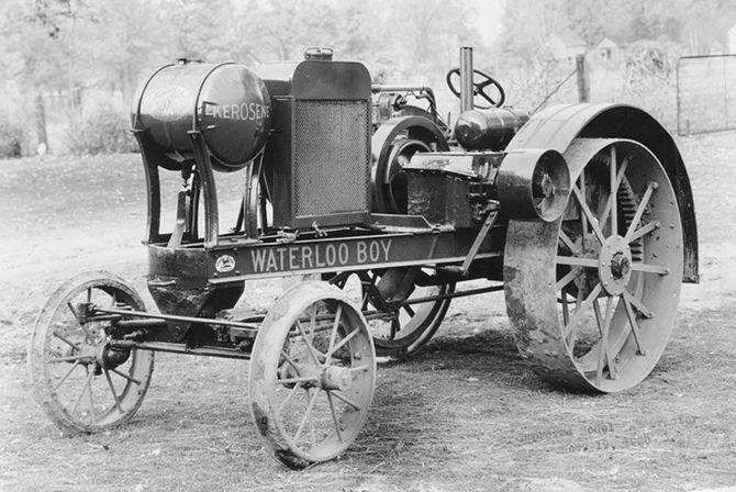 John Deere отмечает 100-летие выпуска первого трактора 1