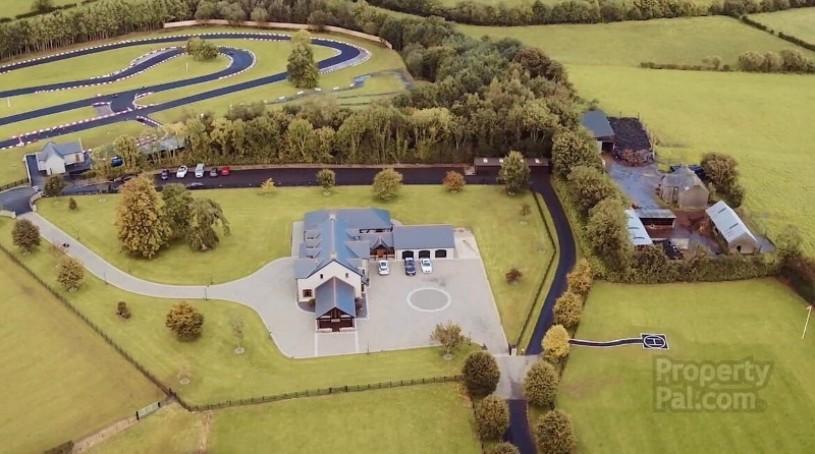 В Ирландии продается дом с гоночной трассой на участке 1