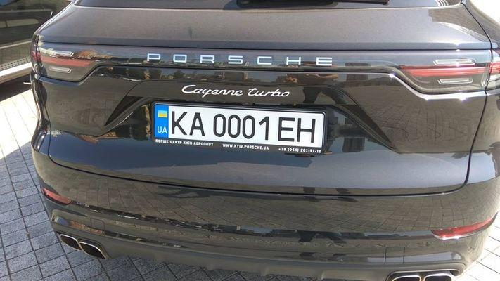 В Киеве замечен Porsche Cayenne с самыми помпезными номерами  1
