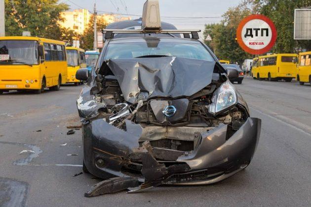 Что будет, если Nissan Leaf врежется в украинскую маршрутку 1