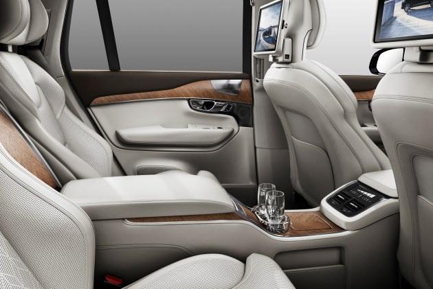 Volvo представила подзаряжаемый гибрид XC90 2