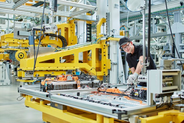 Mercedes опасается скачка гарантийных расходов на электрокар EQC 1