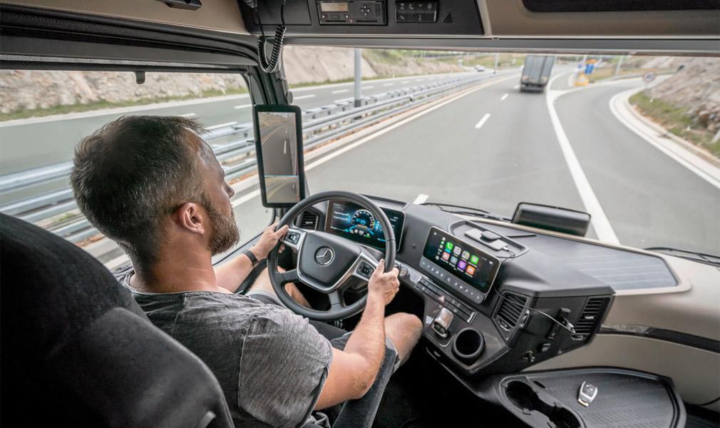 Mercedes-Benz представил полуавтономный грузовик 2
