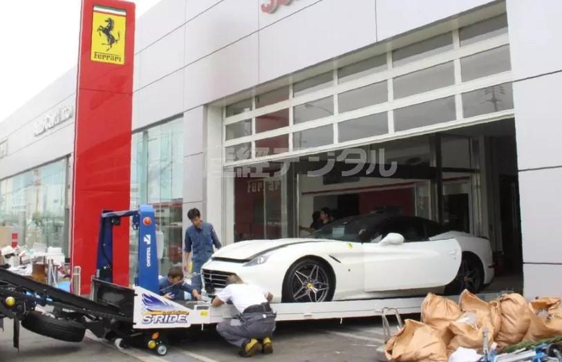 Тайфун в Японии уничтожил 50 суперкаров Ferrari 1