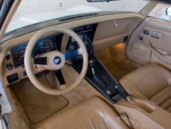 В Украине появился редкий Chevrolet Corvette 2