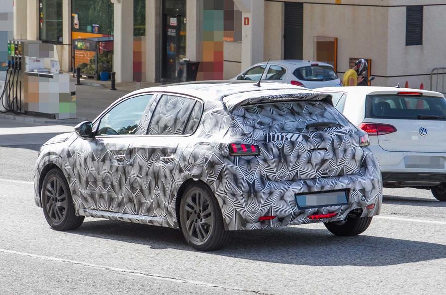 Новый Peugeot 208 выкатился на тесты 2