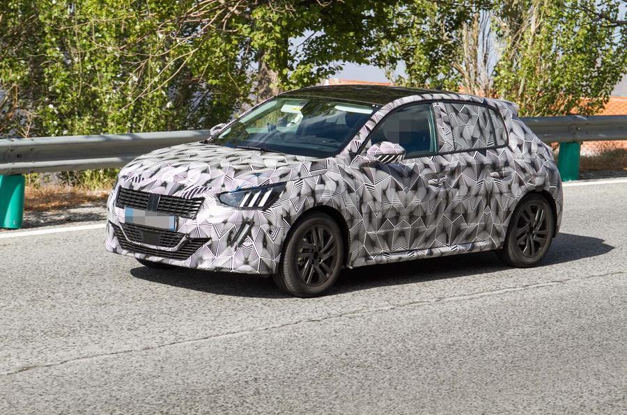 Новый Peugeot 208 выкатился на тесты 1