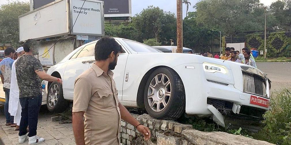 Индийский водитель разбил Rolls-Royce Ghost во время первой поездки 1