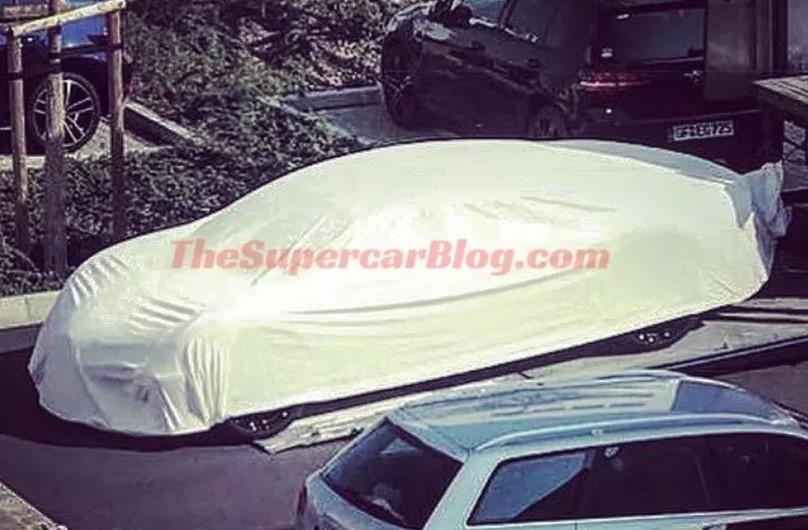 В Сети появилась фотография седана Bugatti 1