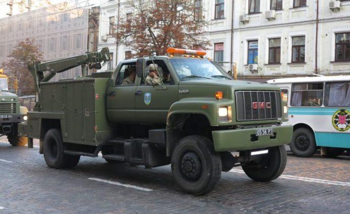В ВСУ появились американские грузовики GMC TopKick 1