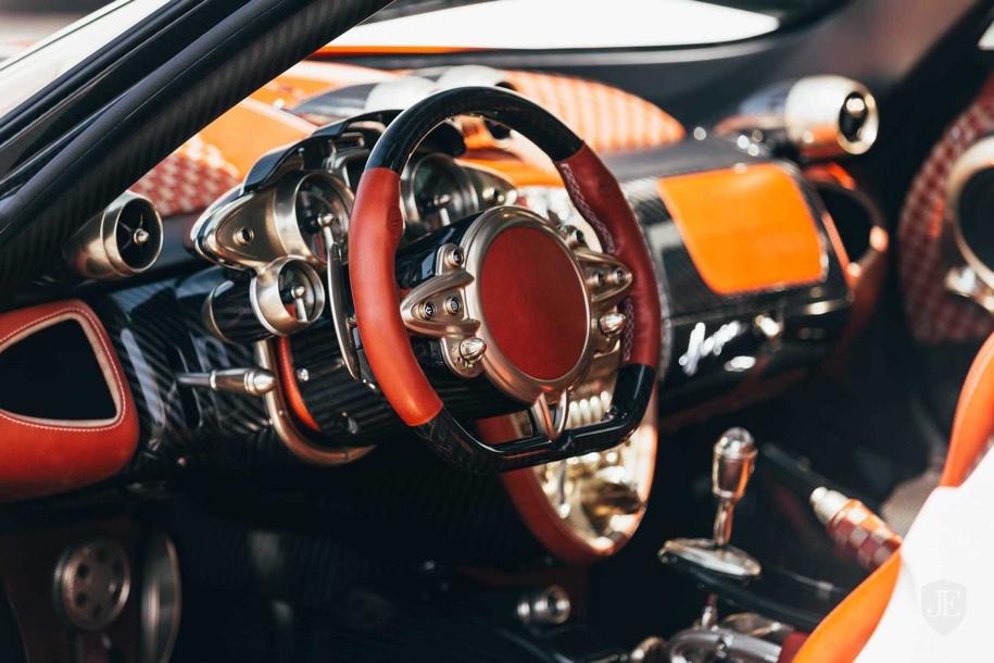 Pagani Huayra без пробега выставили на продажу 3