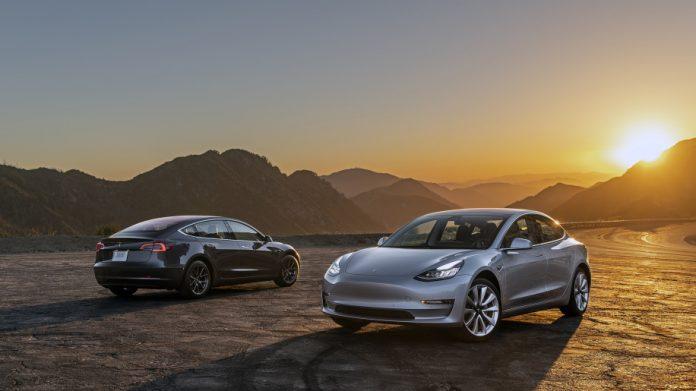 Tesla Model 3 вошла в десятку самых продаваемых авто в США 1
