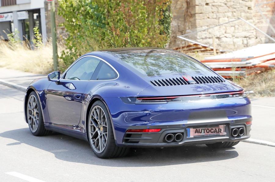 Новое купе Porsche 911 заметили без камуфляжа 2