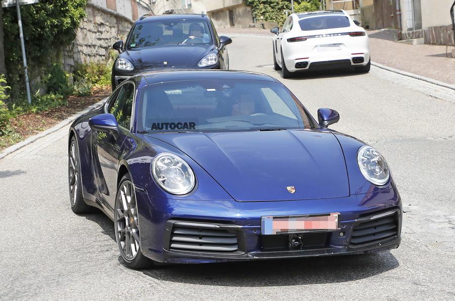 Новое купе Porsche 911 заметили без камуфляжа 1