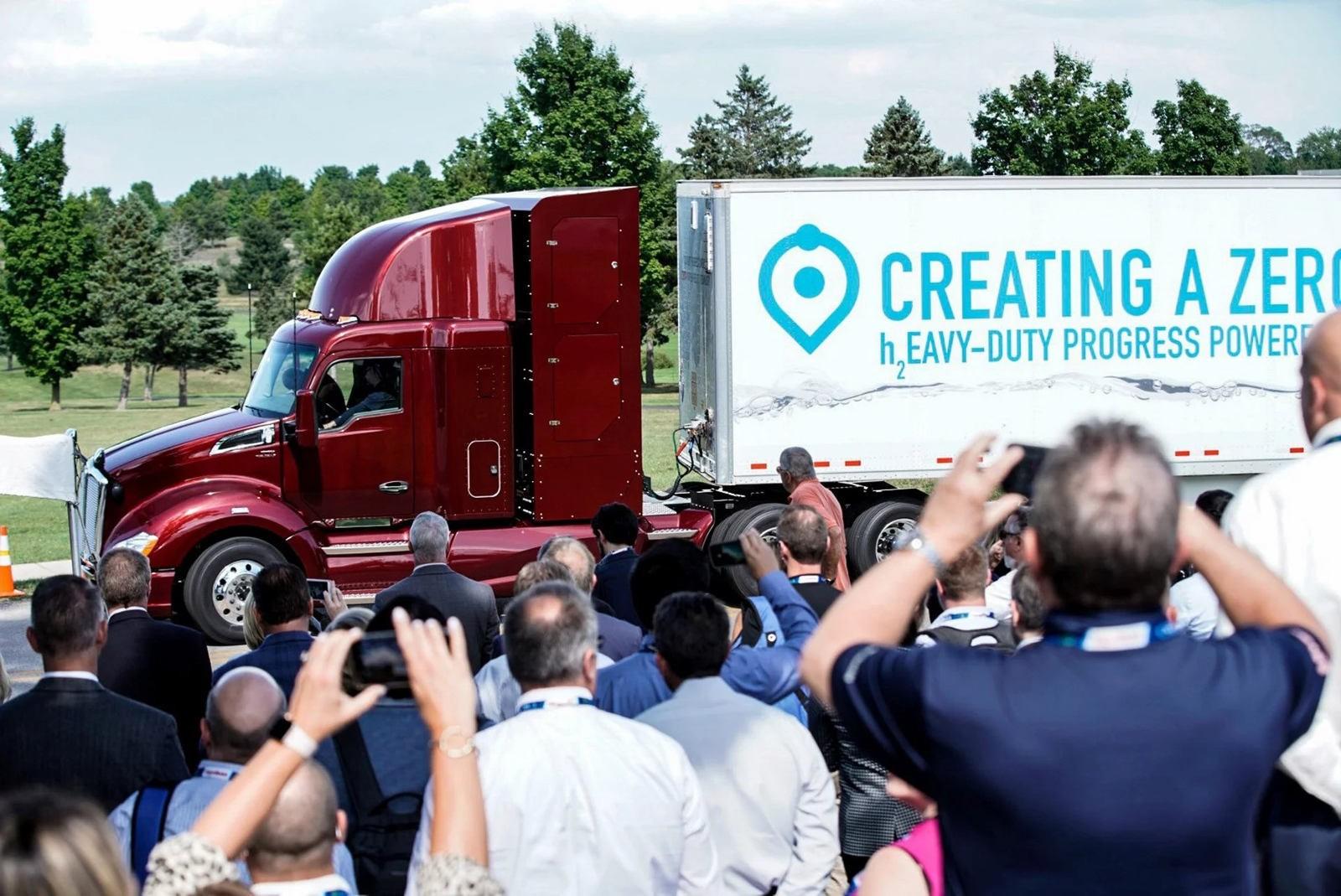 Toyota соорудила грузовик на водородных топливных элементах 1