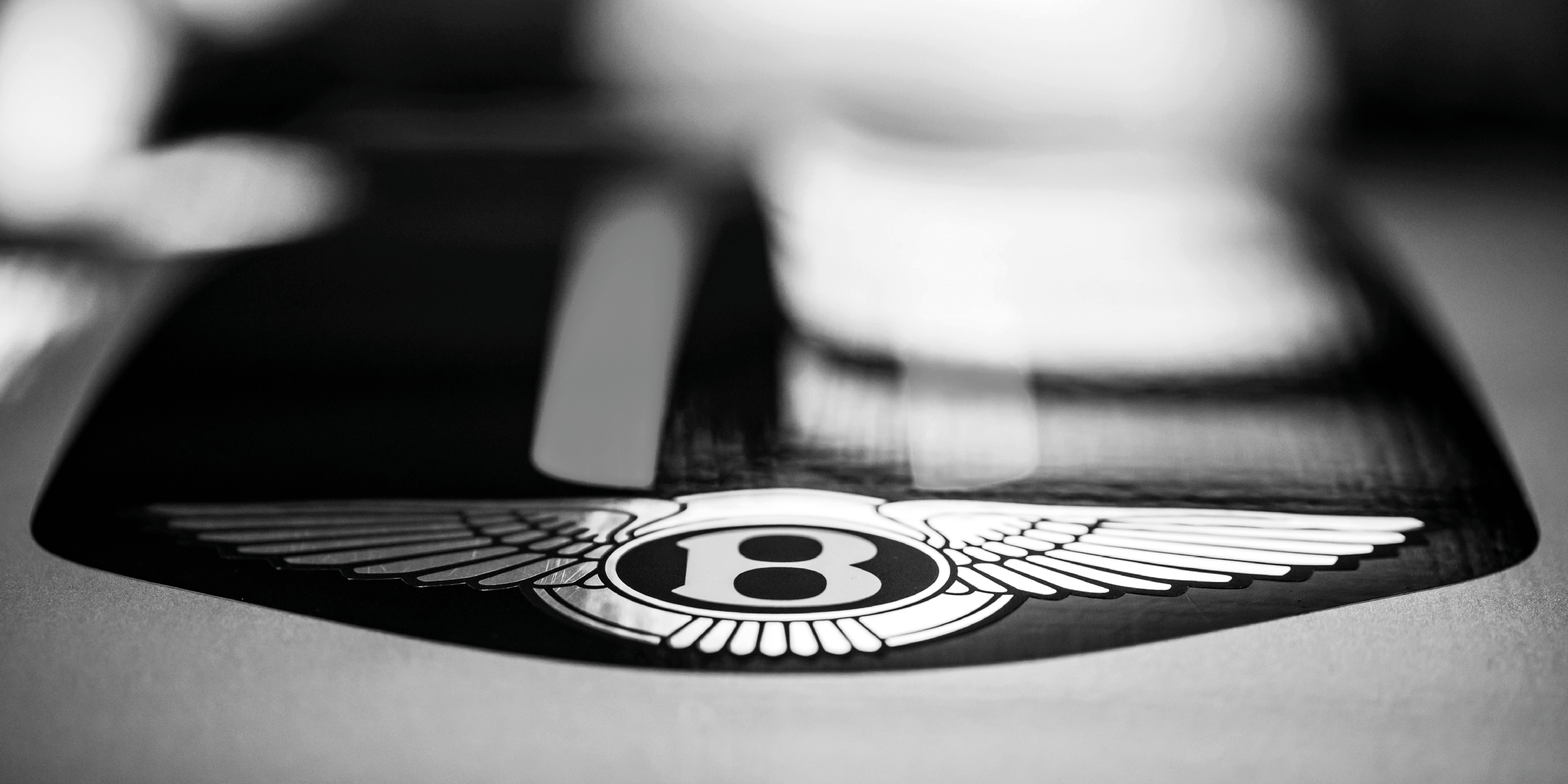 Bentley выпустит 30-килограммовую книгу 1
