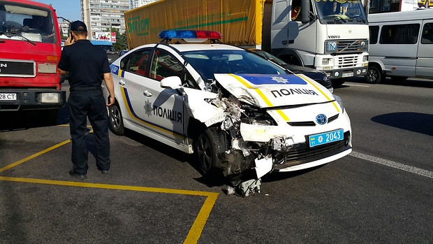 Сколько автомобилей разбили киевские патрульные за полтора года 1