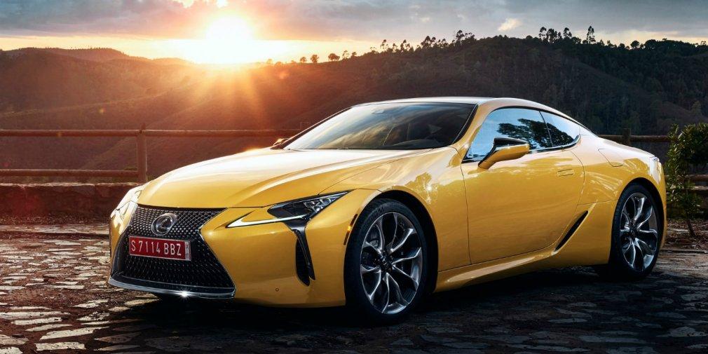 Lexus представит в Париже особое купе LC 1