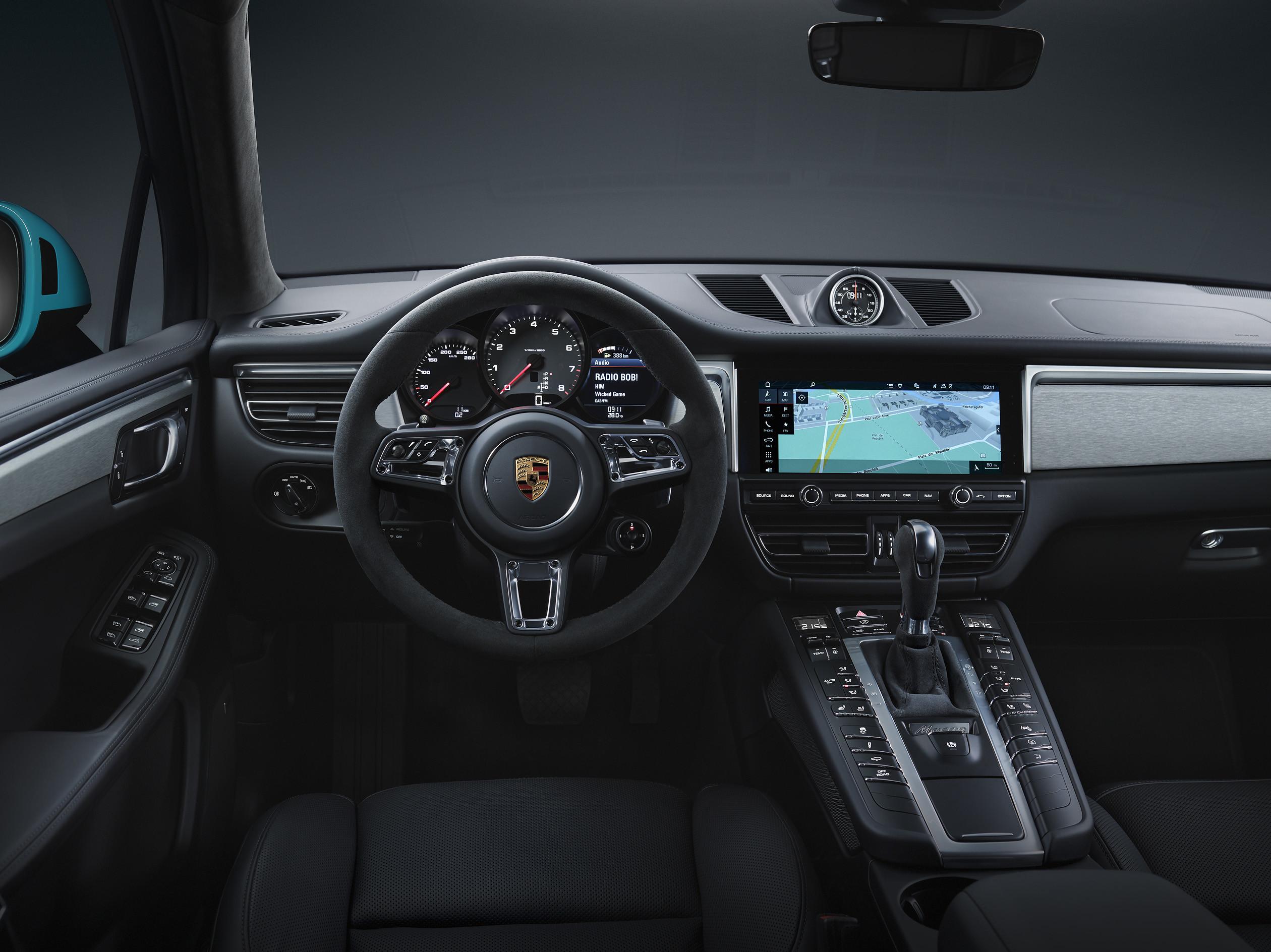 Porsche показала обновленный Macan 3