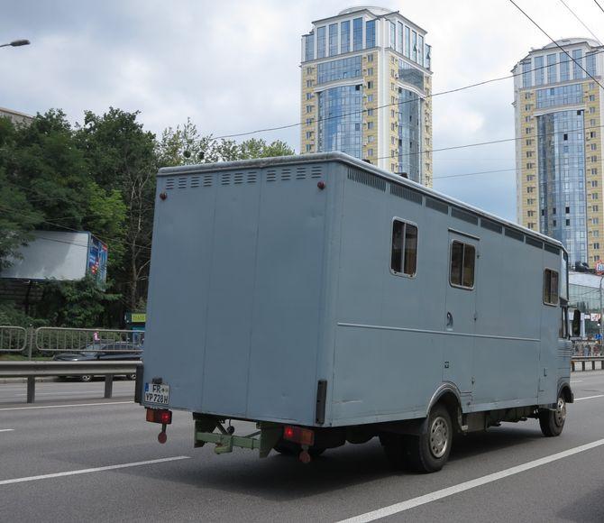 Многотонный кубик Mercedes-Benz замечен на украинских дорогах 1