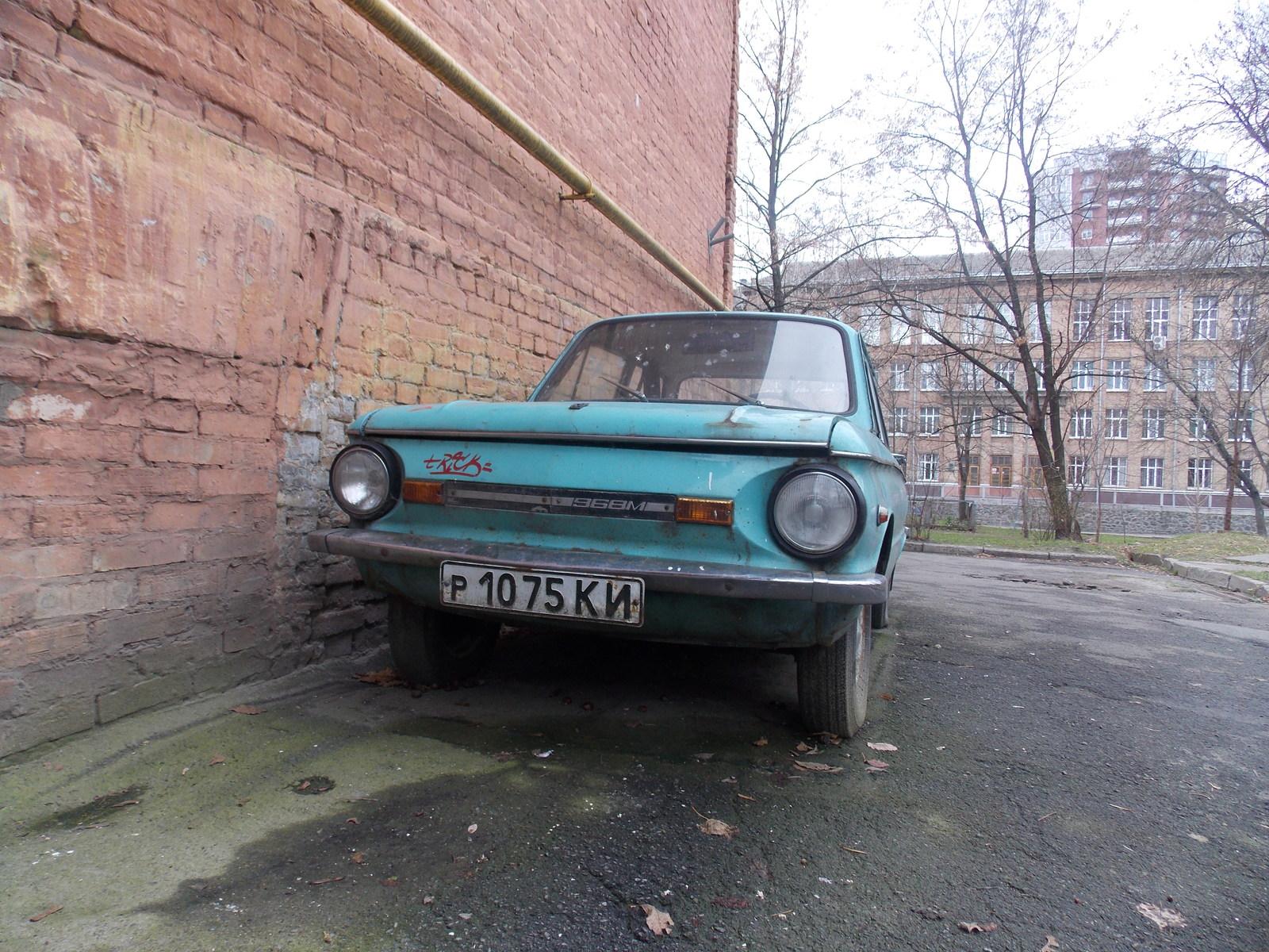 В Киеве насчитали более 600 брошенных автомобилей 1