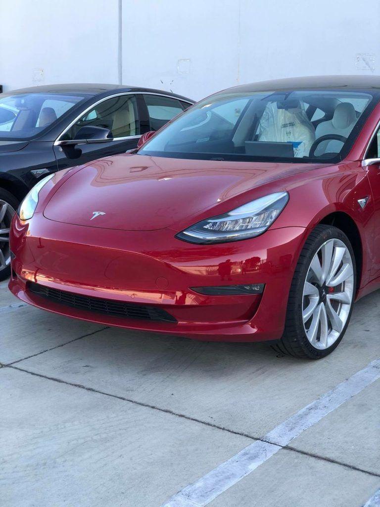Опубликованы живые фото и видео самой мощной Tesla Model 3 1