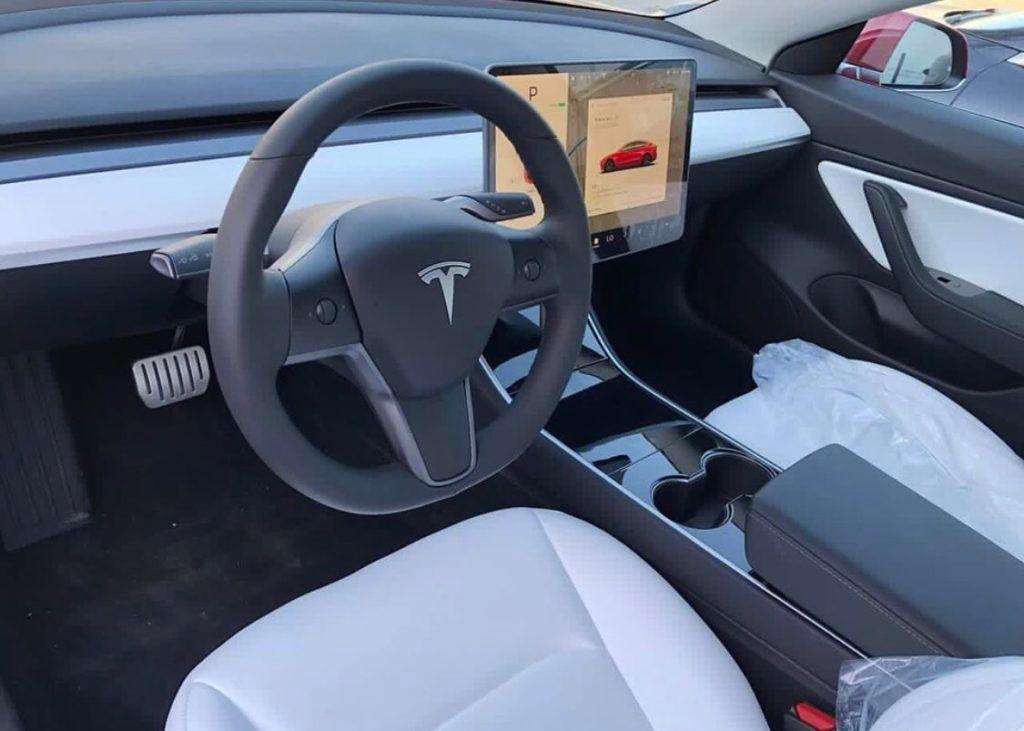 Опубликованы живые фото и видео самой мощной Tesla Model 3 3