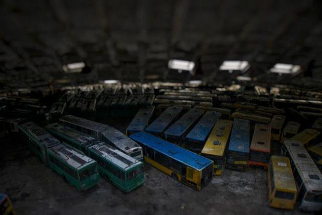 Украинцам показали «кладбище» общественного транспорта 3