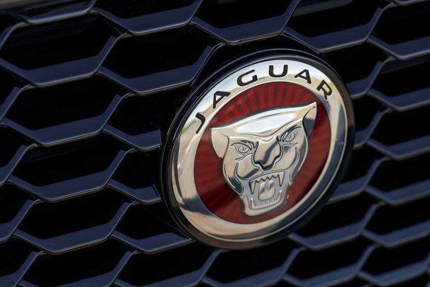 Jaguar выпустит новинку под названием «C-Pace» 1