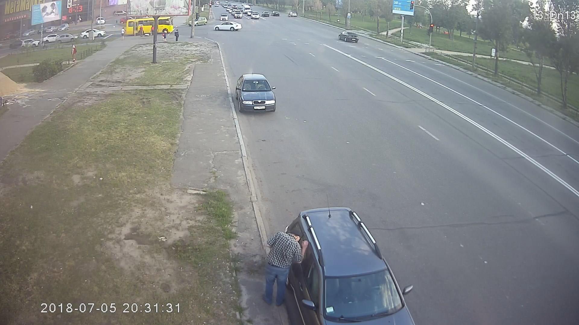 Как преступники грабят автомобилистов в людных местах 1