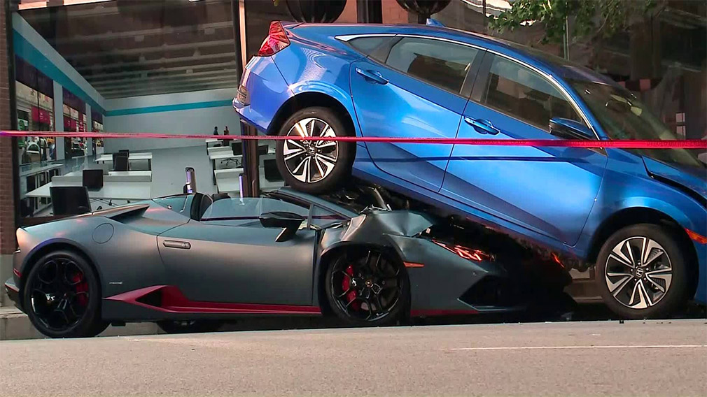 Lamborghini Huracan Spyder «лег» под Honda Civic 1