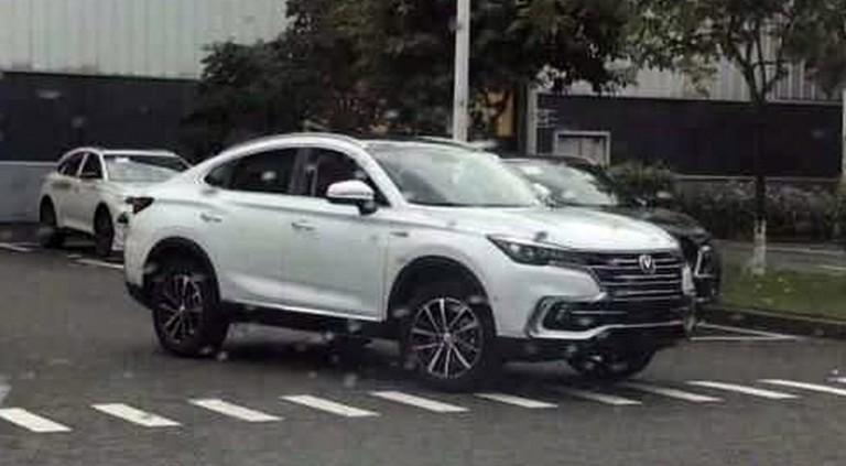 Конкурент BMW X4 от компании Changan показался без камуфляжа 1