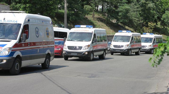 Украина получила китайские автомобили экстренной медицинской помощи 1