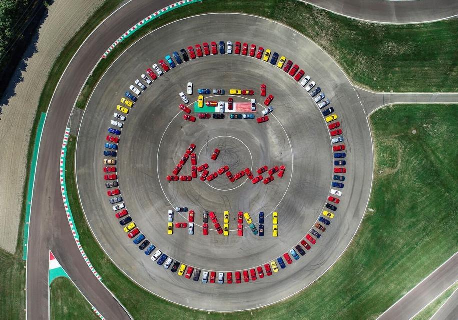 150 экземпляров Ferrari Dino отпраздновали полувековой юбилей модели 1