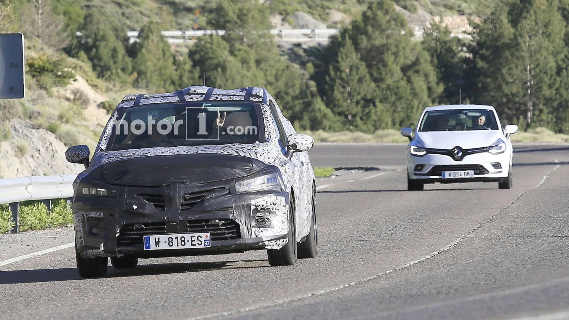 Новый Renault Clio замечен на дороге 1