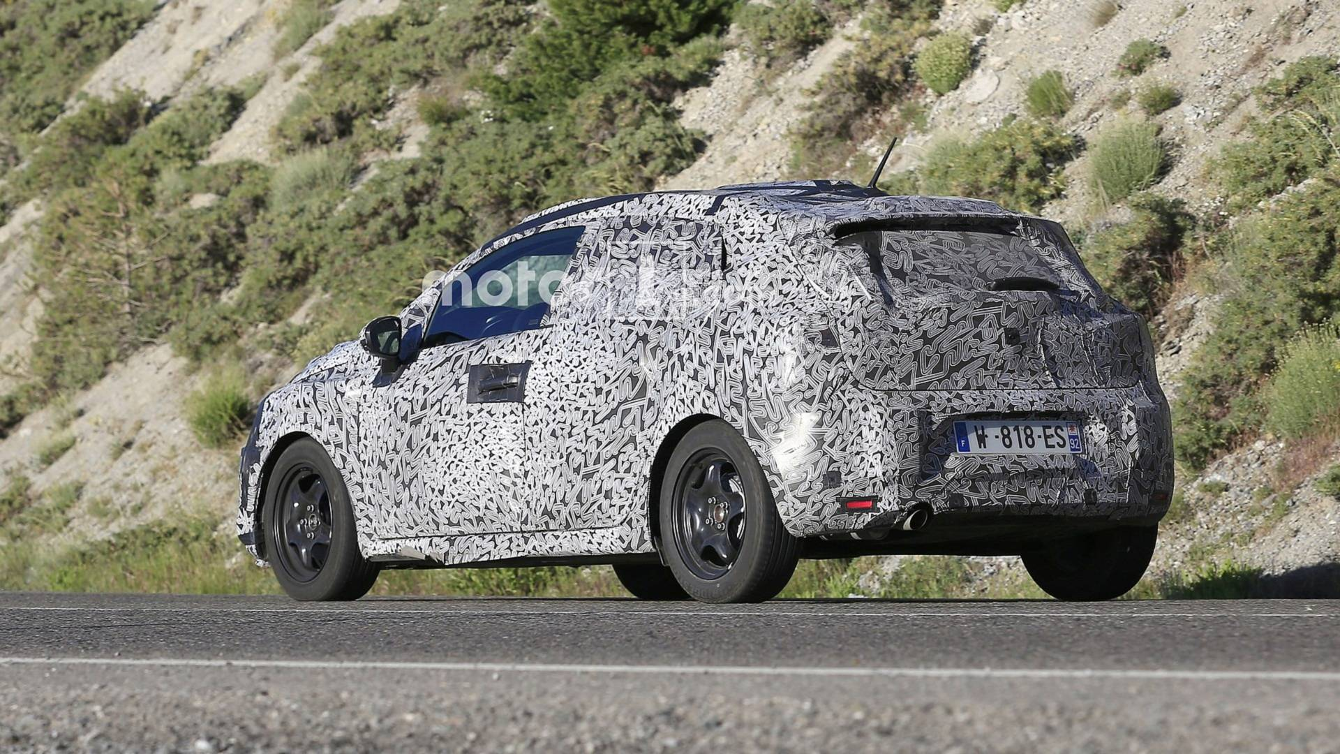 Новый Renault Clio замечен на дороге 2
