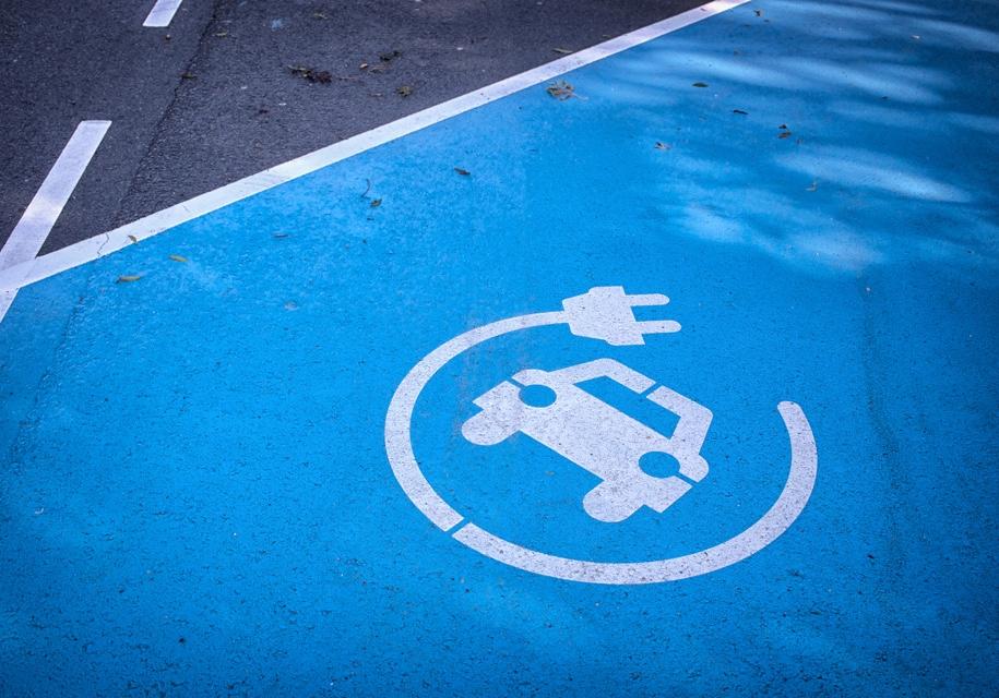 Британцы боятся мыть электромобили 1