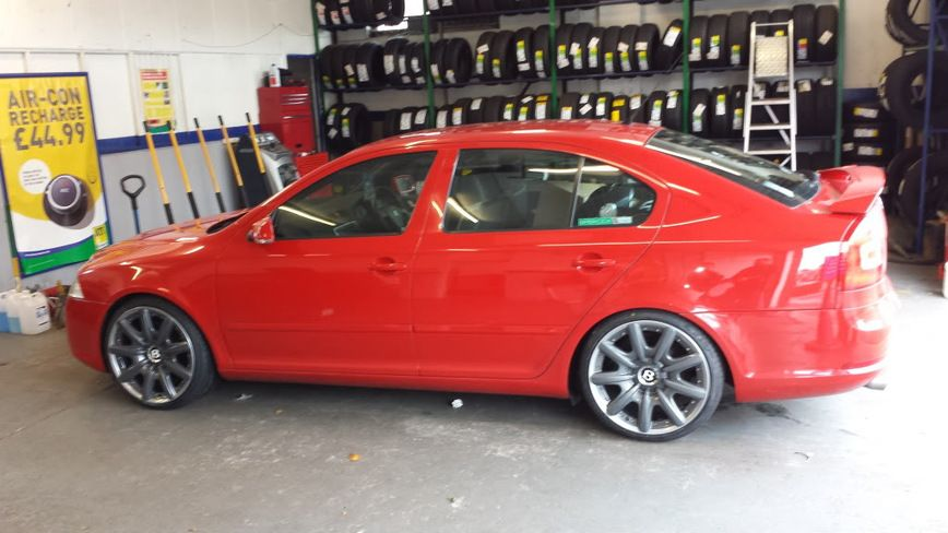 Как выглядят автомобили Skoda с колесами Bentley 1