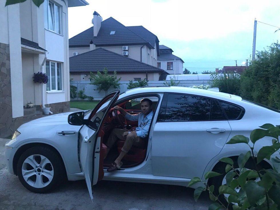 Андре Тан продает эксклюзивный автомобиль 1