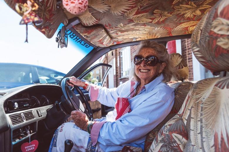81-летняя автолюбительница проехала за рулем 12 000 километров 1