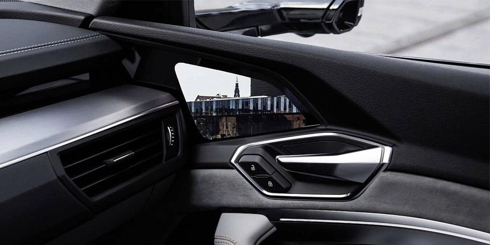 Компания Audi показала интерьер кроссовера E-Tron 1